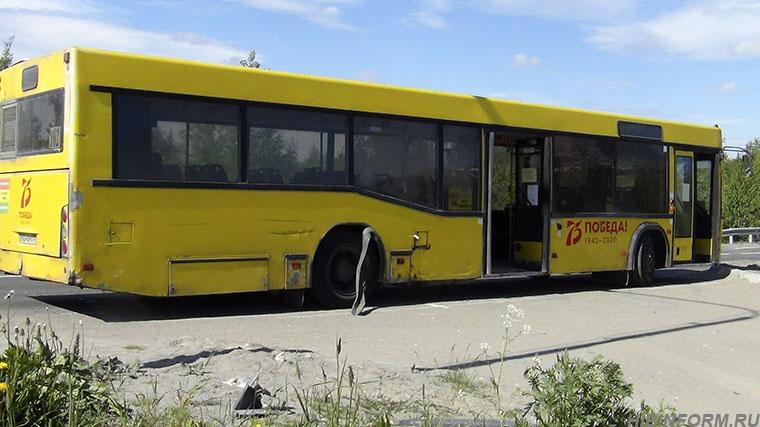 """В Апатитах водитель """"Мерседеса"""" попытался обогнать автобус справа и проиграл (+ВИДЕО ДТП)"""