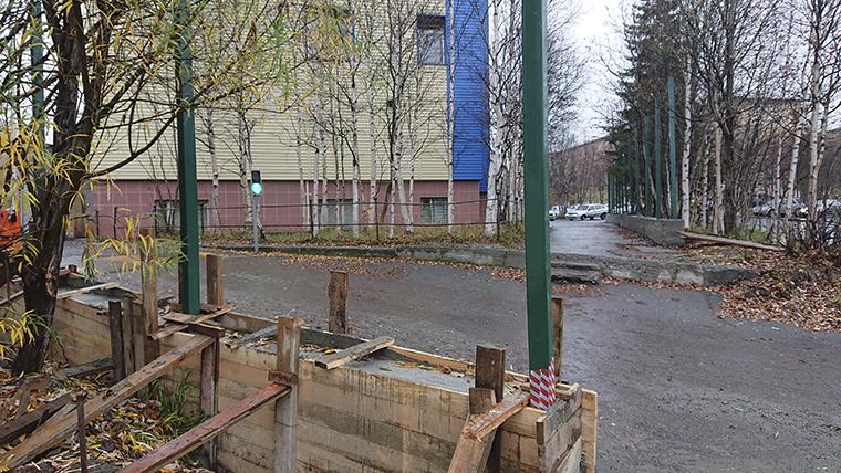 У апатитского отдела полиции появятся забор, шлагбаум и калитка с домофоном