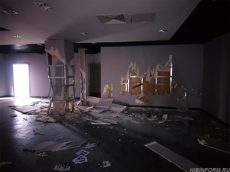 """В Апатитах разгромили здание бывшей """"Виты"""""""