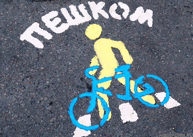 Апатитские велоактивисты раскрасили первый пешеходный переход