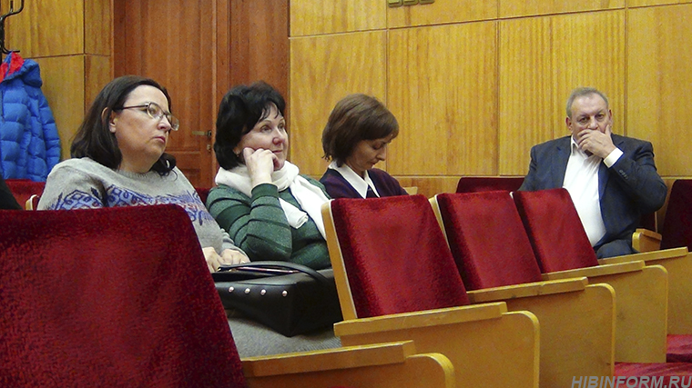Главврач АКЦГБ посоветовал апатитским депутатам не чихать на окружающих