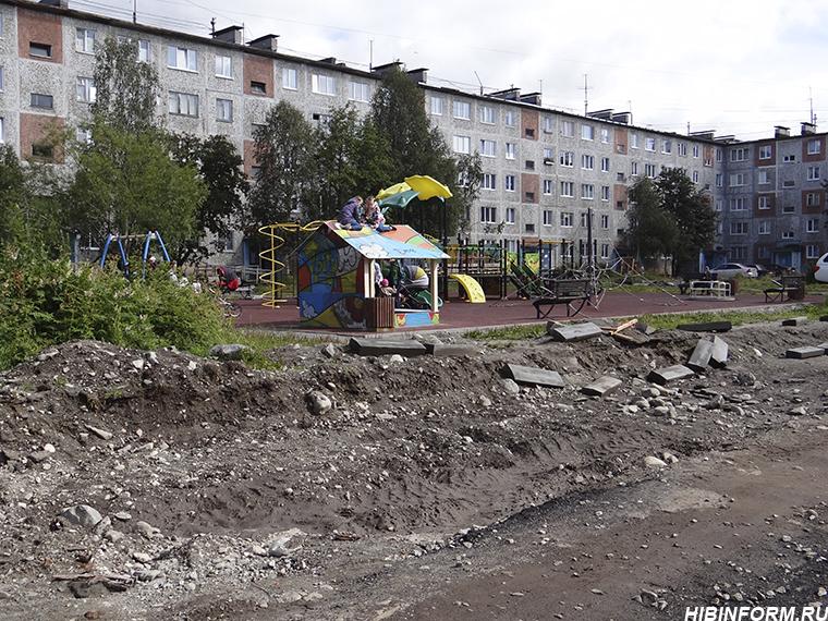 Министр строительства и благоустройства посмотрела на реконструкцию улицы Дзержинского в Апатитах