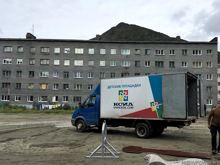 В Кукисвумчорре снесли детскую площадку трёхлетней давности, чтобы построить новую