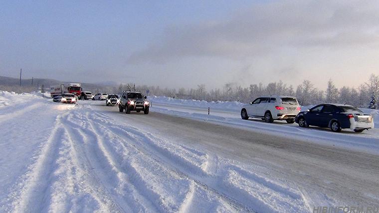 На дороге Апатиты — Кировск столкнулись четыре машины. А потом — ещё две