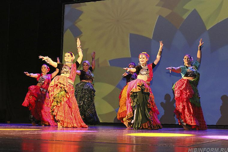 «Танцующий город»: битва кокошников, цыган и Востока