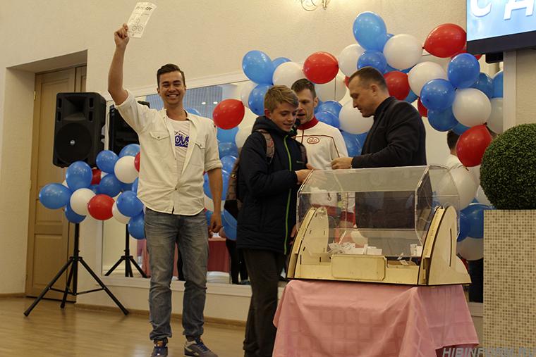В Кировске празднование Дня России перенесли под крышу ДК