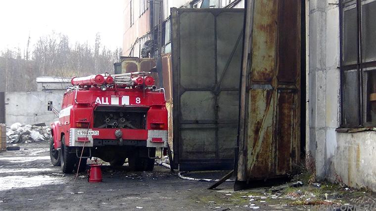На апатитской промплощадке одновременно вспыхнули склад ГСМ и куча мусора