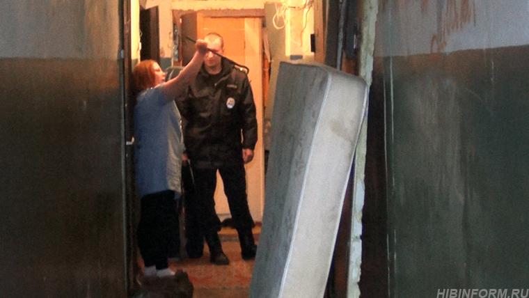 В Апатитах вышедшая на свободу лесби-пара терроризирует соседей монтировкой