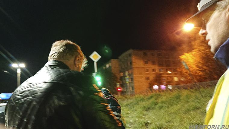В Апатитах трезвый водитель задержал пьяного водителя