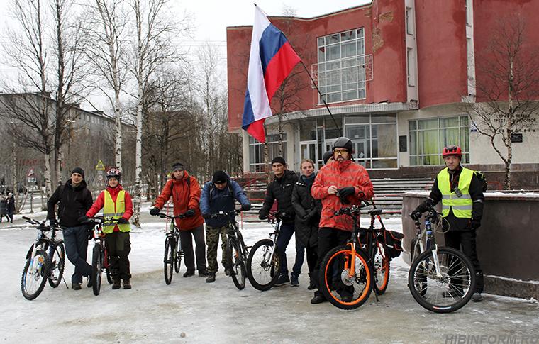 День народного единства в Апатитах первыми отметили велосипедисты
