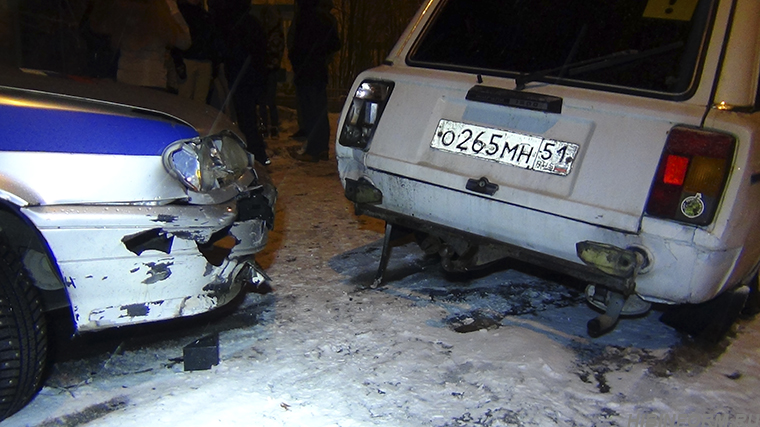 В Кукисвумчорре пьяный 18-летний водитель протаранил машину ГИБДД