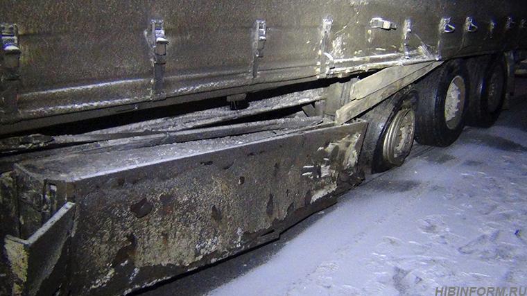 Под Апатитами Nissan столкнулся с грузовиком, водитель погиб