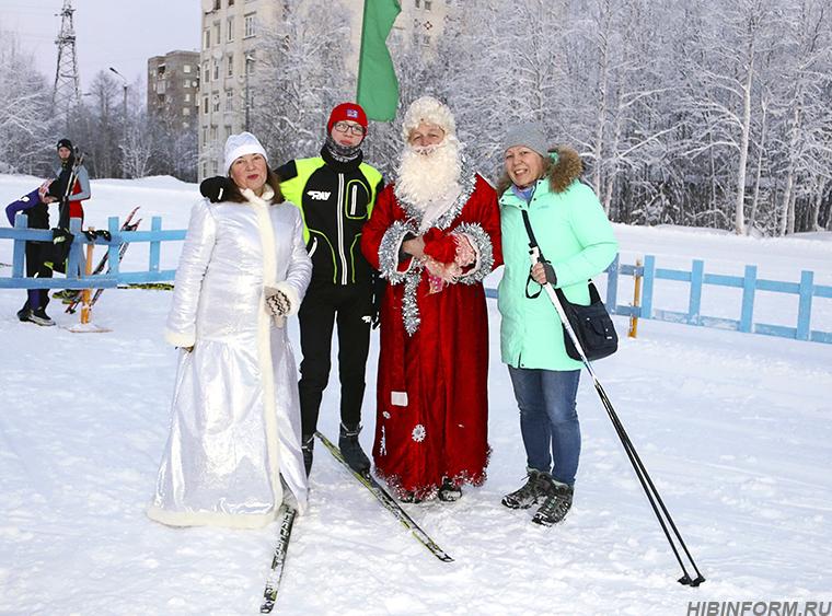 К Деду Морозу подкатывали на лыжах