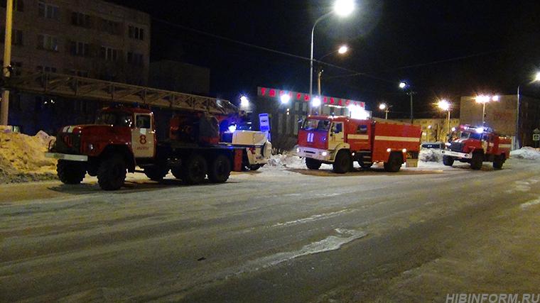 """В Апатитах три пожарных расчёта, """"скорая"""" и полиция разбирались с подгоревшей кашей"""