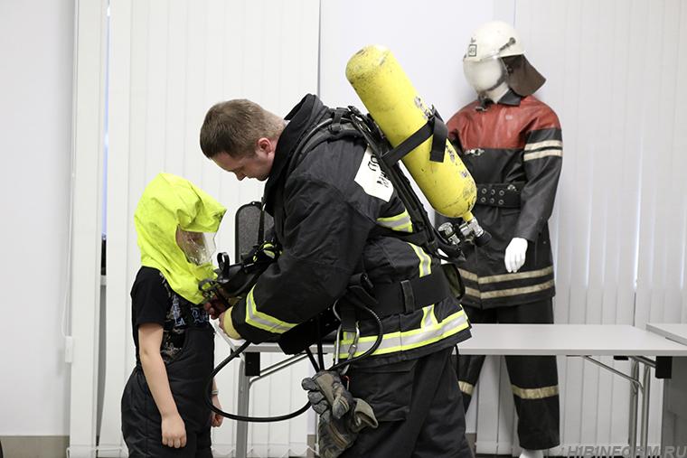 Дети расправились с учебным пожаром в кировском МВЦ